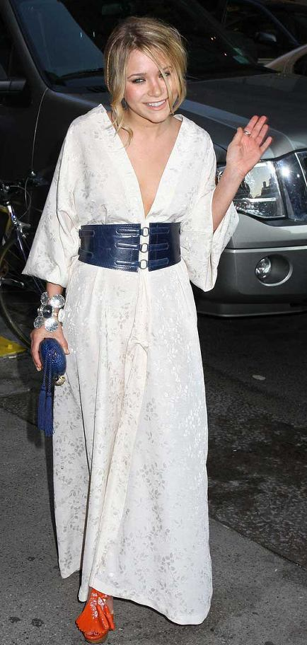 Mary-kate-olsen-white-dress-wackness-screening-picture-2.0.0.0x0.434x912[1]
