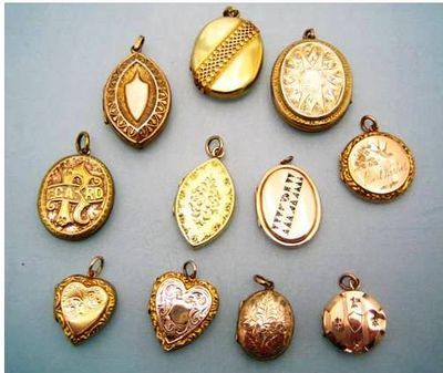 Lockets_helen_badge