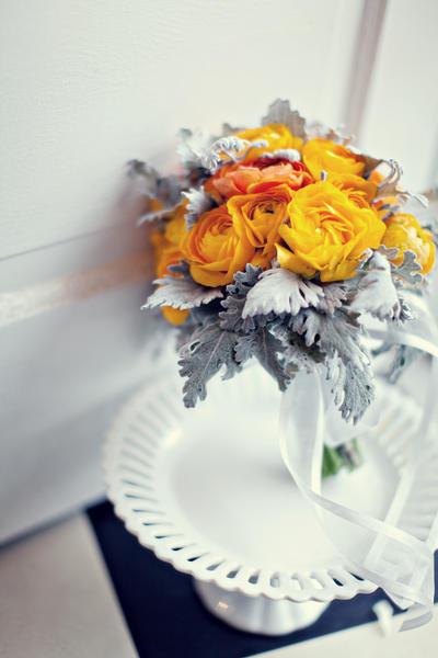Thebridescafe_mondays boquet beautiful ranunculus
