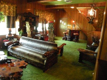 Elviss lounge room