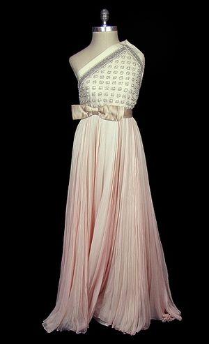 Bridal_page5_clothes_01[1]